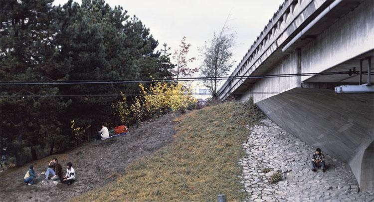 Wall_theStoryteller1986